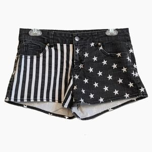 FOREVER 21 | BLACK SHORTS WITH AMERICAN FLAG SHORT